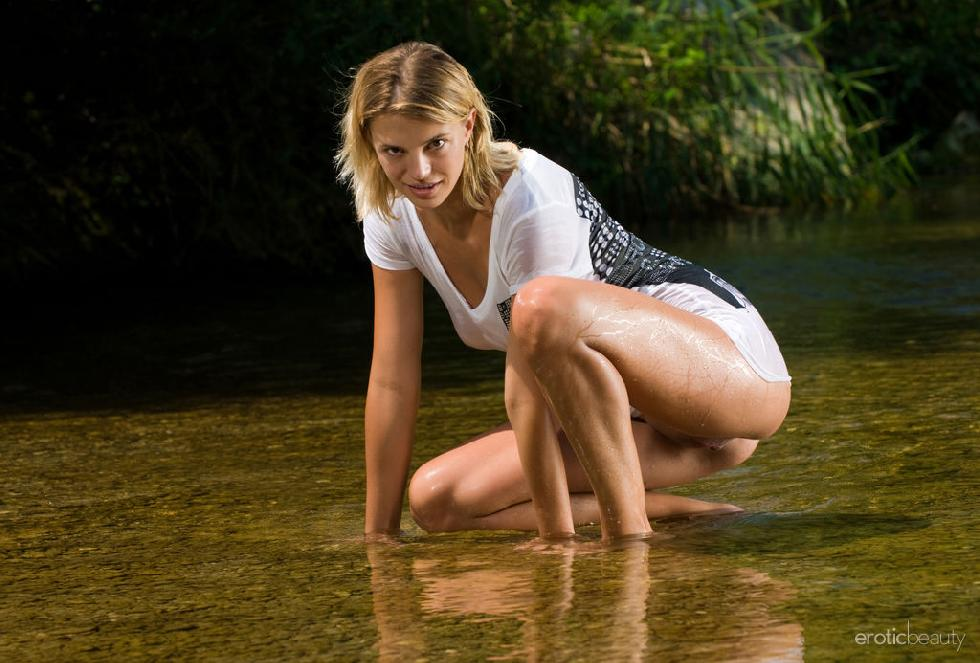 Wet blonde with long legs - Vika